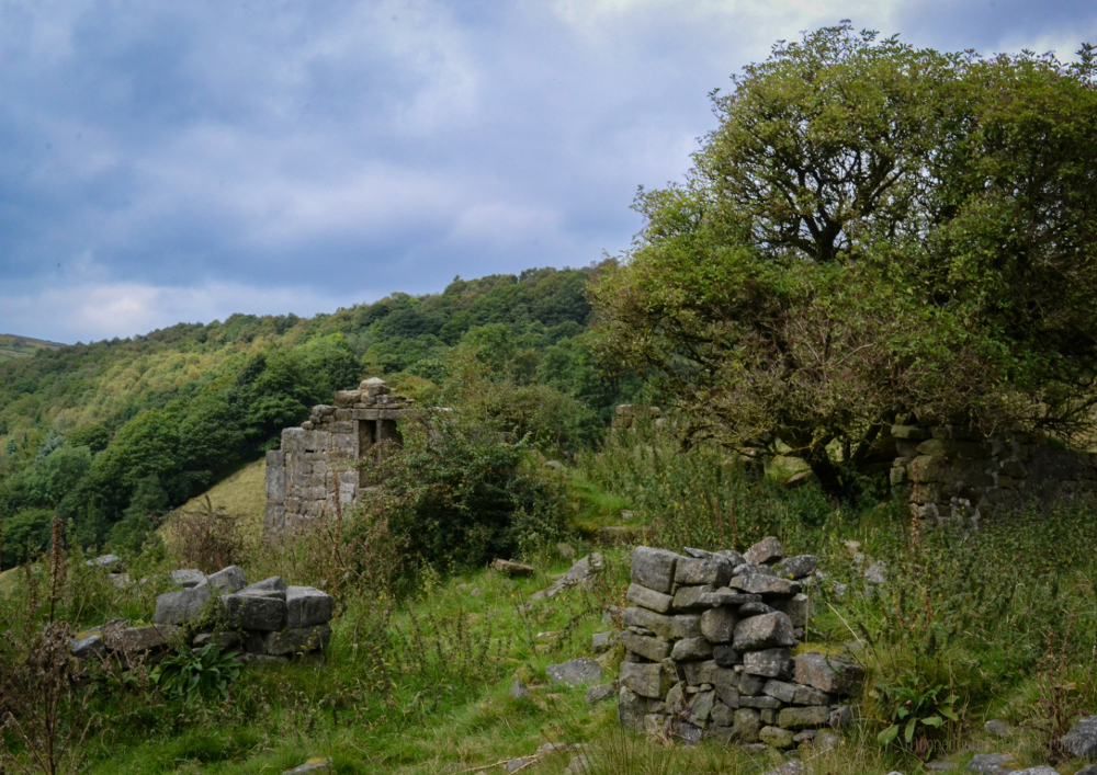Ruined cottage, Todmorden (Calderdale, Yorkshire) © Bryony Whistlecraft | MooredgeintheMist.com
