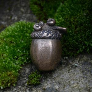 Enchanted Acorn Pin © Bryony Whistlecraft | MooredgeintheMist.com