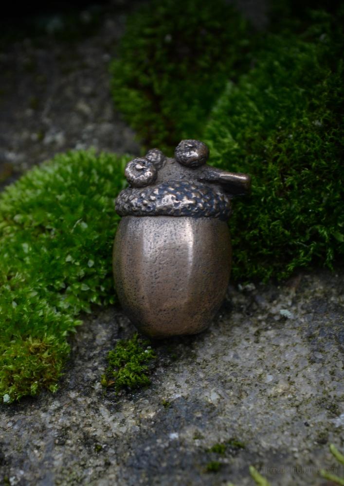 Enchanted Acorn Pin © Bryony Whistlecraft   MooredgeintheMist.com
