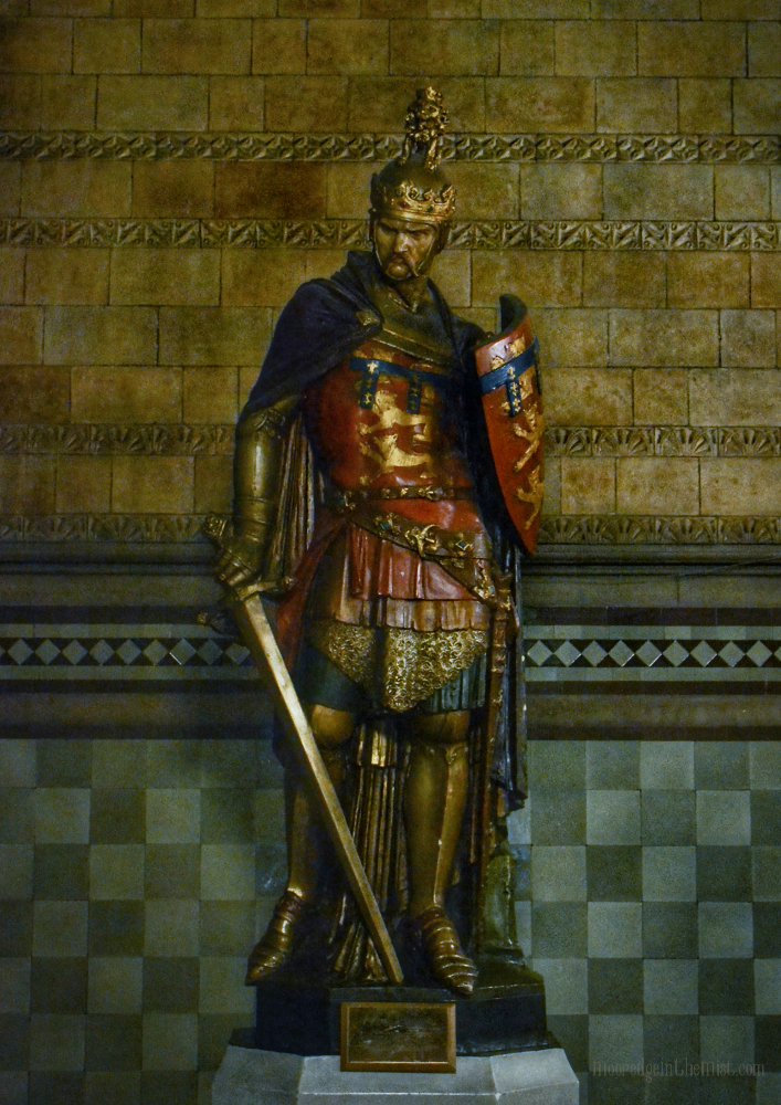 Manchester Town Hall, Henry Duke of Lancaster Statue © Bryony Whistlecraft | MooredgeintheMist.com